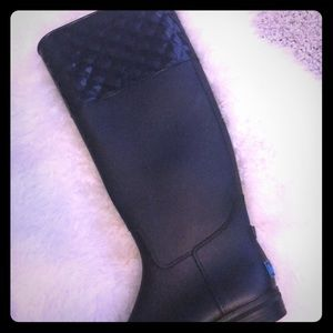 Shoes - Quilted black rain boots